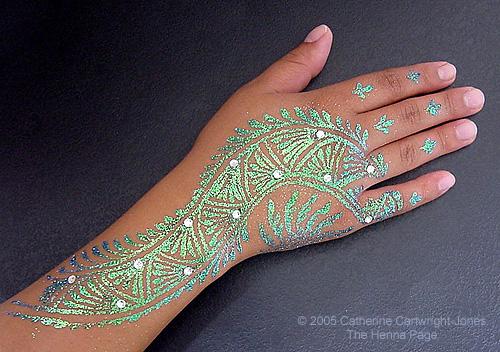 http://www.hennapage.com/henna/how/gilding/irridescentdeepali2.jpg