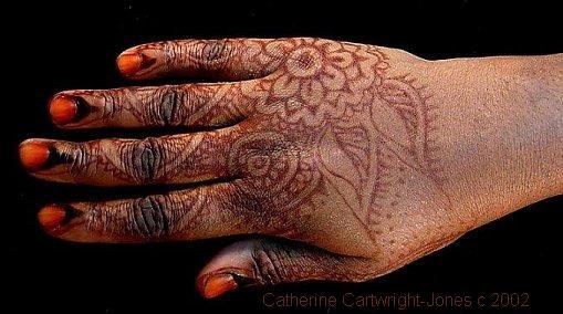 Henna Tattoo On Dark Skin: How To Do Henna On Dark Skin